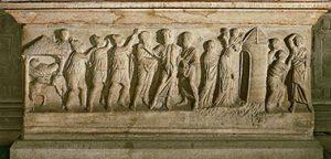 Il sarcofago (sec. IV) che ha contenuto S. Celso fino al 1935 (5a cappella).