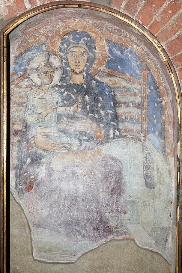 Affresco Madonna benedicente con bambino (Stefano Fedeli, 1473).