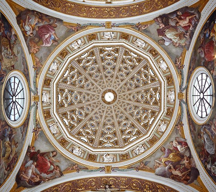 Pennacchio della cupola sopra l'altare della Madonna.