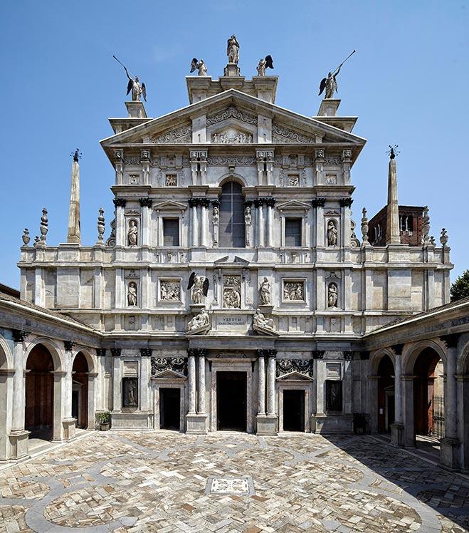 La facciata del Santuario